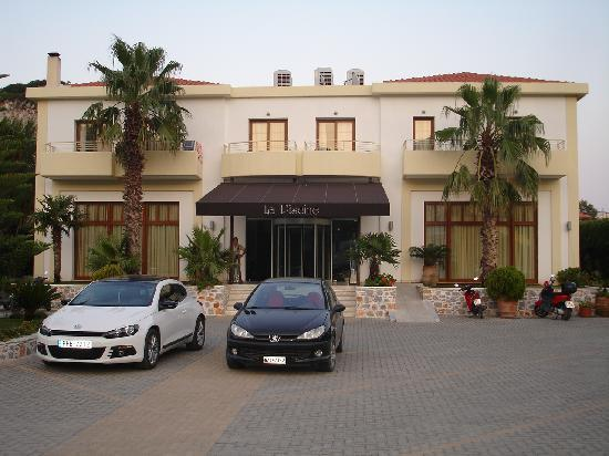 La Piscine Art Hotel: Main entrance of the hotel