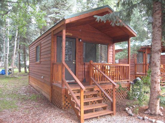 Blue Spruce RV Park & Cabins: Shooting Star Cabin Outside