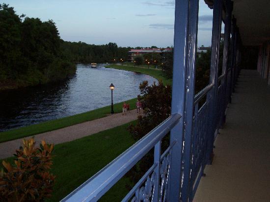 Disney's Port Orleans Resort - French Quarter: Top floor, bldg. 7 room view