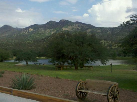 Sunglow Ranch - Arizona Guest Ranch and Resort: view of lake on resort