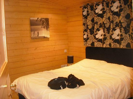Dacre Lakeside Park : master bedroom lodge 8 (bullrush)