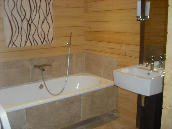 Dacre Lakeside Park : bathroom lodge 8