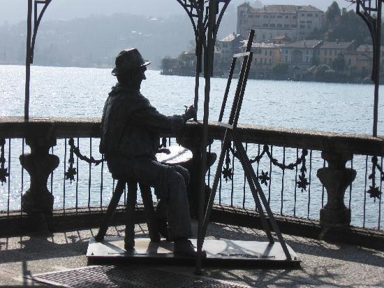 Orta San Giulio, Italy: scultura di Carl Heinz Schroth  'dedicata a Aorta ' il posto tra i piu'belli del  mondo