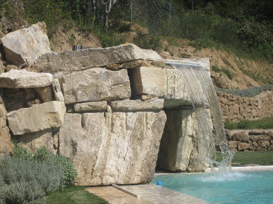 Molino della Lodola : piscina e vasca idromassaggio