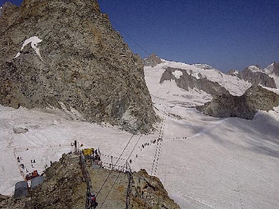Courmayeur, Italy: Vista dalla terrazza dei ghiacciai
