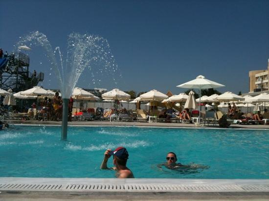 Louis Phaethon Beach: second pool