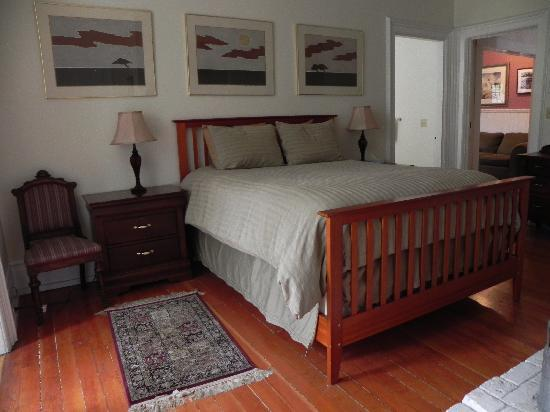 """Didjeridoo Dreamtime Inn: The art above the bed is called """"3 Trees"""""""