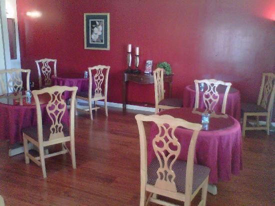 Caravelle Inn & Suites: Breakfast lounge
