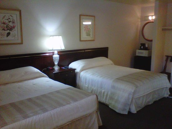 Caravelle Inn & Suites: Spacious guest rooms