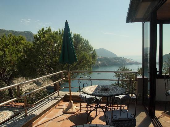 Punta Chiarito Resort Hotel Ristorante: hotel's bar terrasse