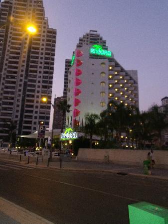 Riviera Beachotel: Hotel in Evening