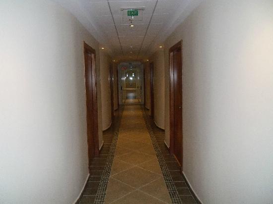 Riviera Beachotel: Hallway