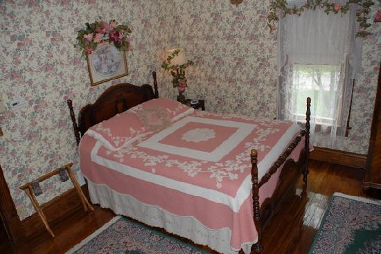 Three Sisters Inn: Delia Rose's Room