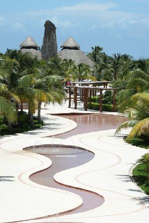 Secrets Maroma Beach Riviera Cancun: The grounds