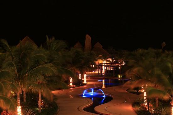 Secrets Maroma Beach Riviera Cancun: At night