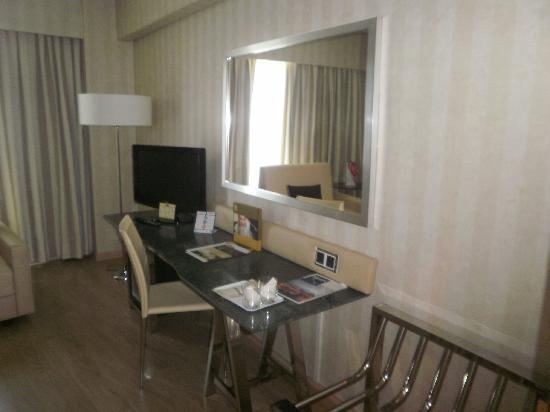 Barcelo Sevilla Renacimiento : habitación del hotel