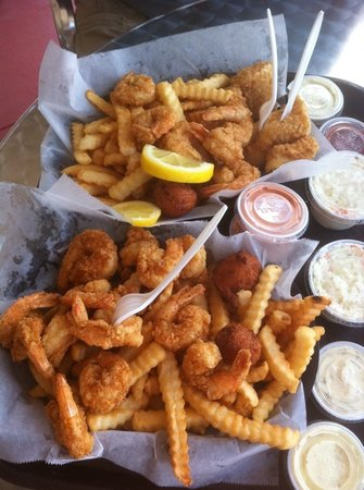 The 10 best restaurants near little talbot island state for Fish market jacksonville fl
