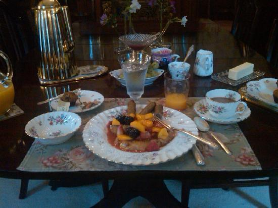 The Simpson-Flint House Bed and Breakfast: Breakfast is served!