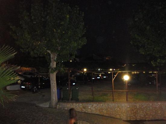 Residence Vardano: Viale principale e zona parcheggio