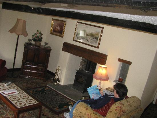 Seatoller Farm B&B: The sitting room is very relaxing