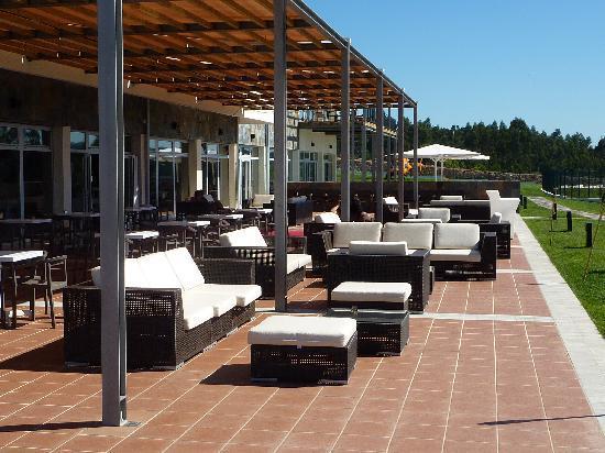 Montebelo Aguieira Lake Resort & Spa: La terraza donde tomar un aperitivo antes de comer o despues de cenar