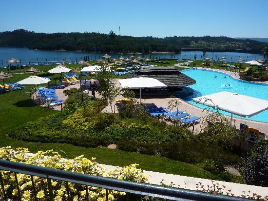 Montebelo Aguieira Lake Resort & Spa: La piscina y sus jardines