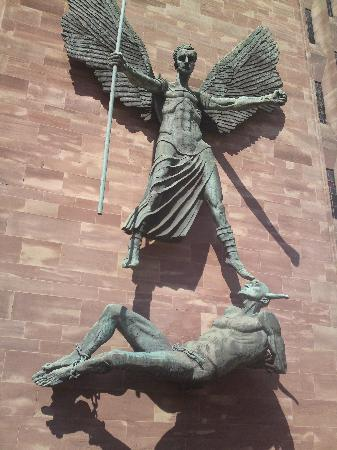 Coventry Cathedral: devilishly good statue