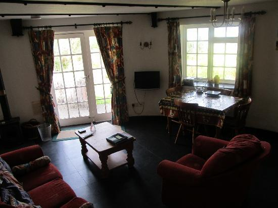 Bamham Farm Cottages: Very cosy cottage