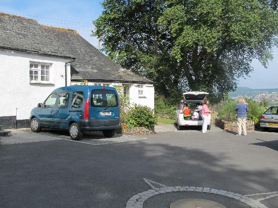 Bamham Farm Cottages: Car parking outside each of the cottages.