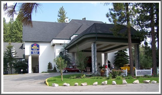 Best Western Big Bear Chateau: The front of our beautiful hotel