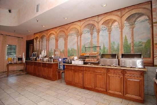 Best Western Big Bear Chateau: The FREE hot breakfast buffet for paying guests