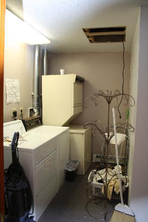 Kodiak Island Hostel: laundry