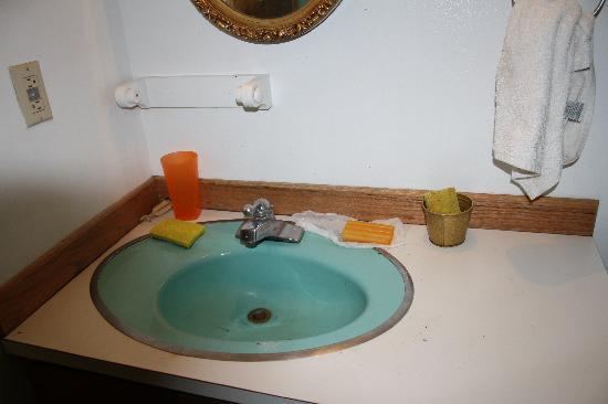 Kodiak Island Hostel: where the dishes are washed