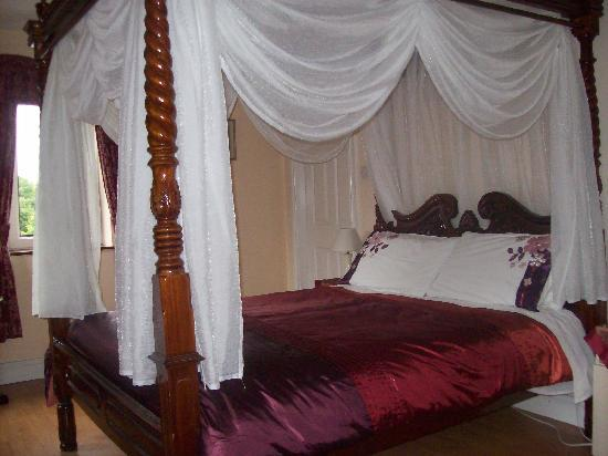 Westbrook House: Four Poster Bed