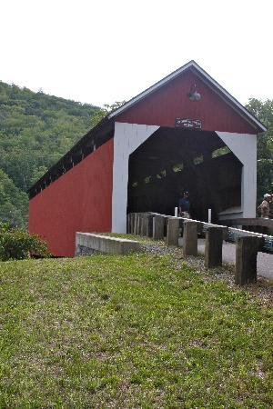 West Winds Inn: Colrain Covered Bridge nearby