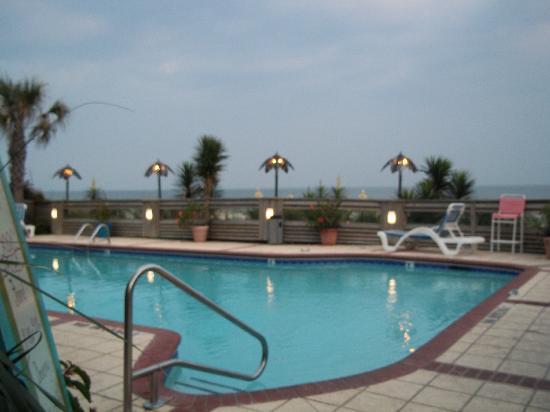 The Winds Resort Beach Club: The pool area