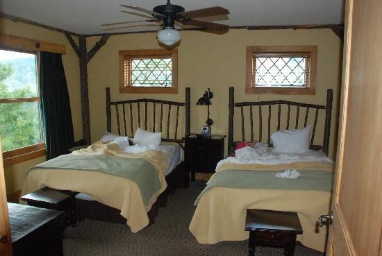 The Lodge at Buckberry Creek: Very comfy beds with great view (to left)