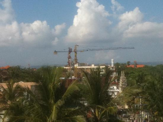 Grand Inna Kuta: Tower cranes at Inna Kuta