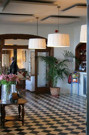 Hostal Spa Empuries : le hall, bar et salon