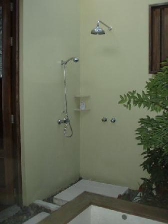 Le Paradis Boutique Resort & Spa : Outdoor shower