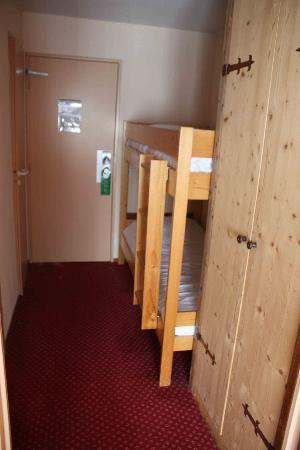 Hotel Alpen Roc: A view from the main bedroom, to the bunk bed room.