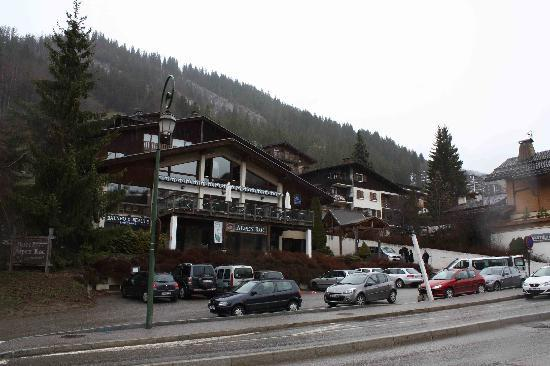 Hotel Alpen Roc: The outside of the hotel.
