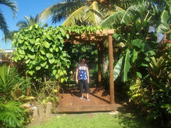 Te Akapuao Holiday Studio Villas 1 & 2 : Garden deck