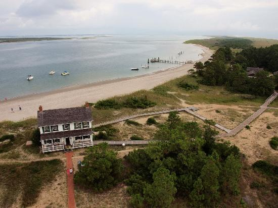 Atlantis Lodge: Vue du phare de Cape lookout