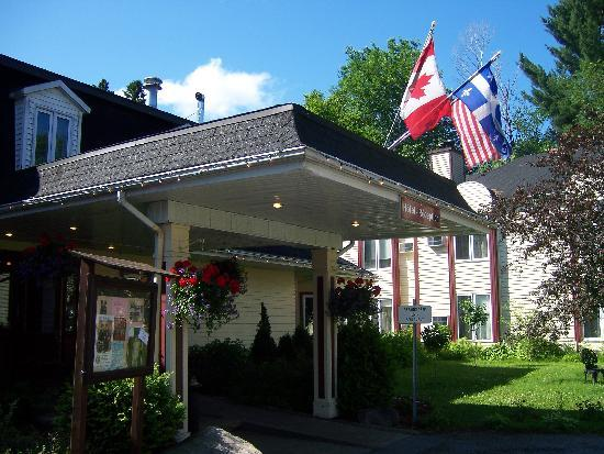 Saint Sauveur des Monts, Canada : The front of the hotel