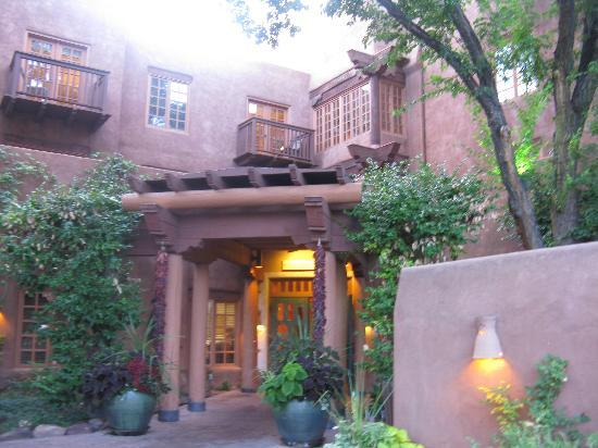 Hotel Santa Fe, The Hacienda and Spa: The outside is nice...