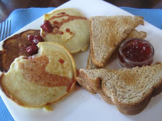 DesBarres Manor Inn: that was the microwave-heated-day-old pancake breakfast