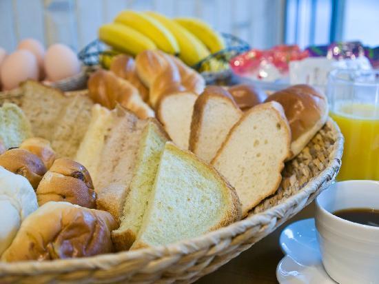Hotel Tohkai: 無料朝食あります。手作り食パン好評です♪