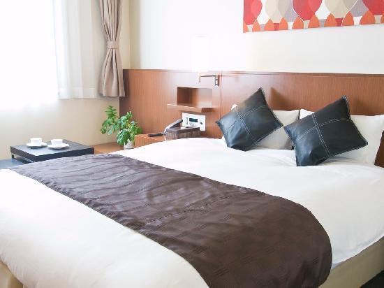 Hotel Tohkai: スーペリアダブルルーム 限定1ルーム!クーインベッドを配置しております。