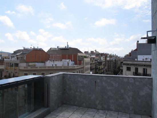 โรงแรมรูมเมท เอ็มมา: View from the roof